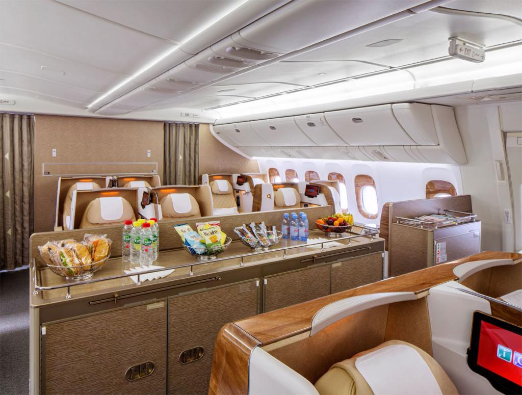 Emirates: Neue Business Class der Boeing 777-200LR hat Mini-Lounge ...